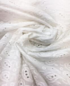 Broderie anglaise blanche 3