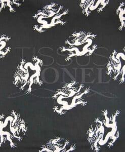 Карнавал белый дракон на черном фоне