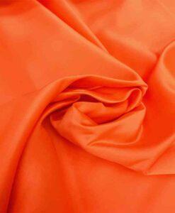 Leuchtend orangefarbener Herzogin-Satin