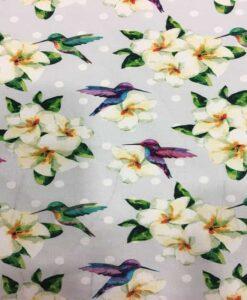 Tela de algodón con colibríes