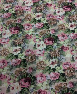 Розовый цветок с принтом хлопчатобумажной ткани на розовом фоне