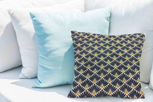 Tissu coton motif imprime Paon bleu et or coussin